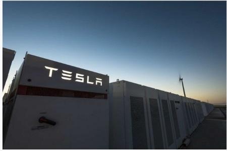 TESLA превращает 50 000 домов в Австралии в гигантскую батарею